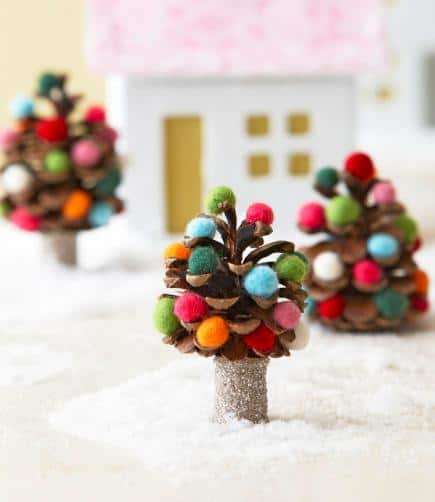 8 adorable pine cone crafts for Pine cone christmas ornaments crafts