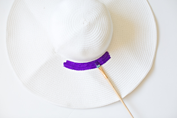 c5dc3556 Start from the inner part of the hat by color, painting with purple first.