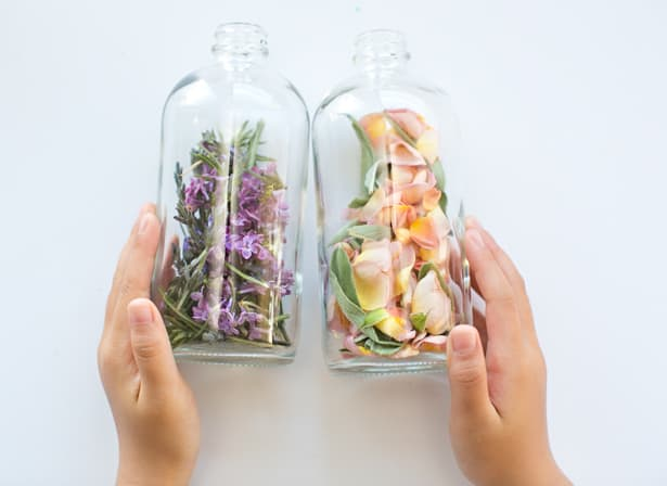 KID-MADE DIY MOTHER'S DAY FLORAL HERB PERFUME