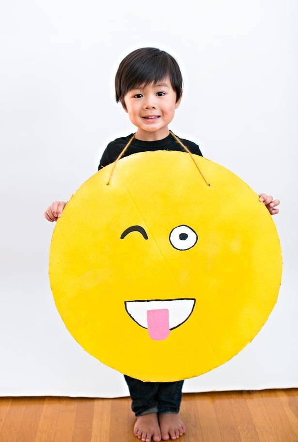 Easy diy cardboard emoji costume solutioingenieria Image collections