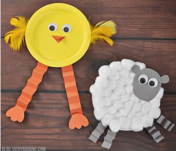 Chick and Lamb Paper Plate (via Vicky Barone) Little ones especially will appreciate these friendly and cheerful paper plate farm animals. & 11 CREATIVE PAPER PLATE CRAFTS