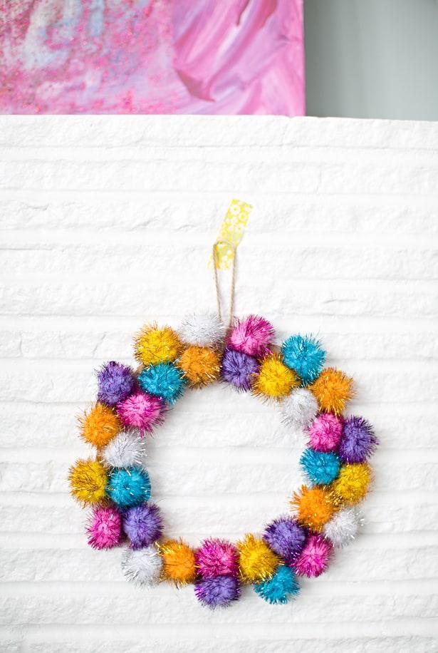Easy Sparkly Pom Pom Holiday Wreath To Make With Kids