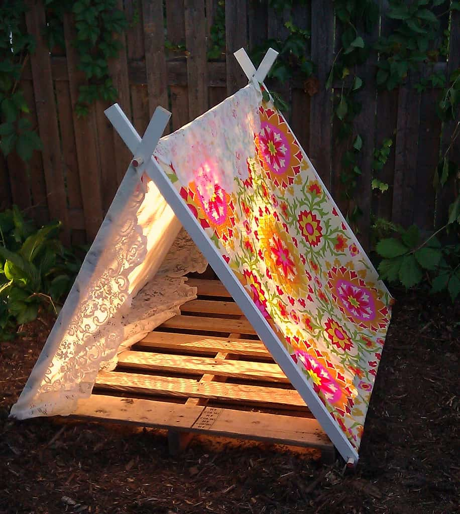 Pallet Tent Via Two Birds Find Out How To Make An Easy A Frame With Base Which Can Be Filled All Sorts Of Comfy Cushions And Blankets