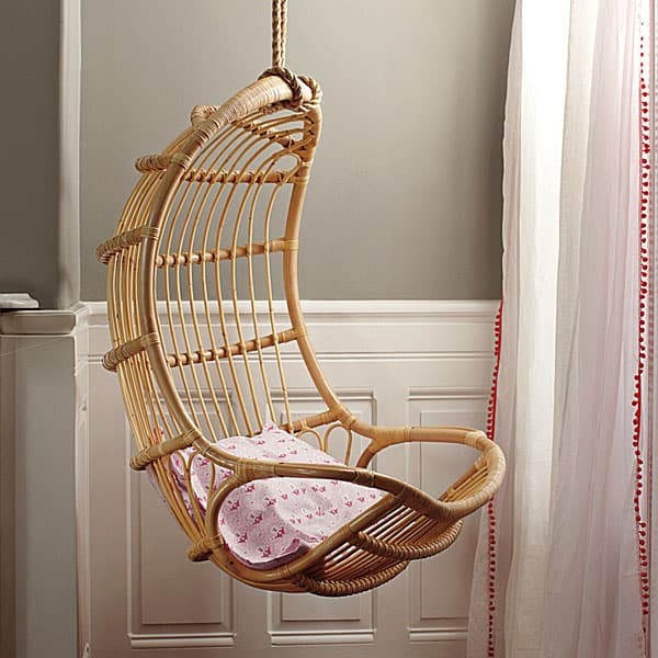10 awesome hanging chairs for kids for Chairs that hang from the ceiling ikea