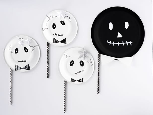 Looking for an easy Halloween costume? Look no further than this super simple skeleton paper plate mask. Itu0027s so easy you wonu0027t be able to make just one. & EASY DIY SKELETON PAPER PLATE MASKS