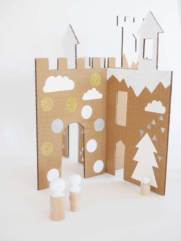 castle cut out template - make an easy winter cardboard castle
