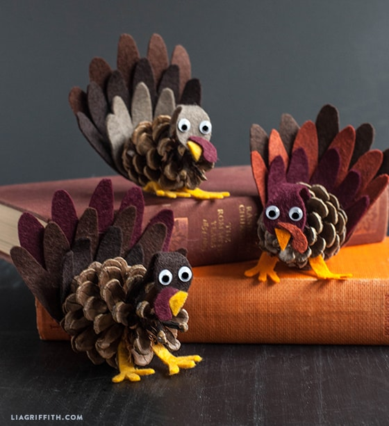 10 easy and adorable turkey crafts for Kids craft table canada
