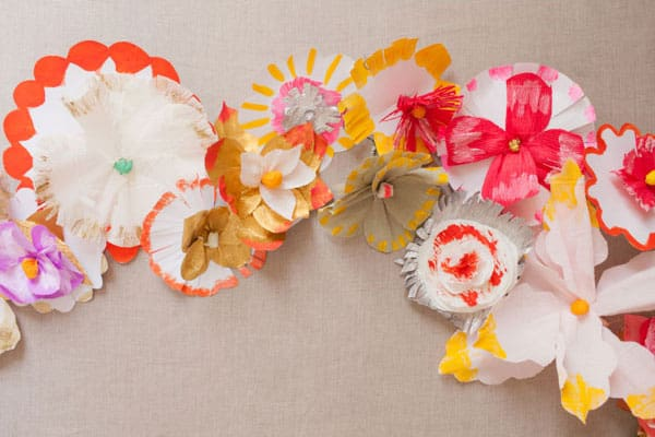 12 dazzling flower crafts for Painted paper flowers