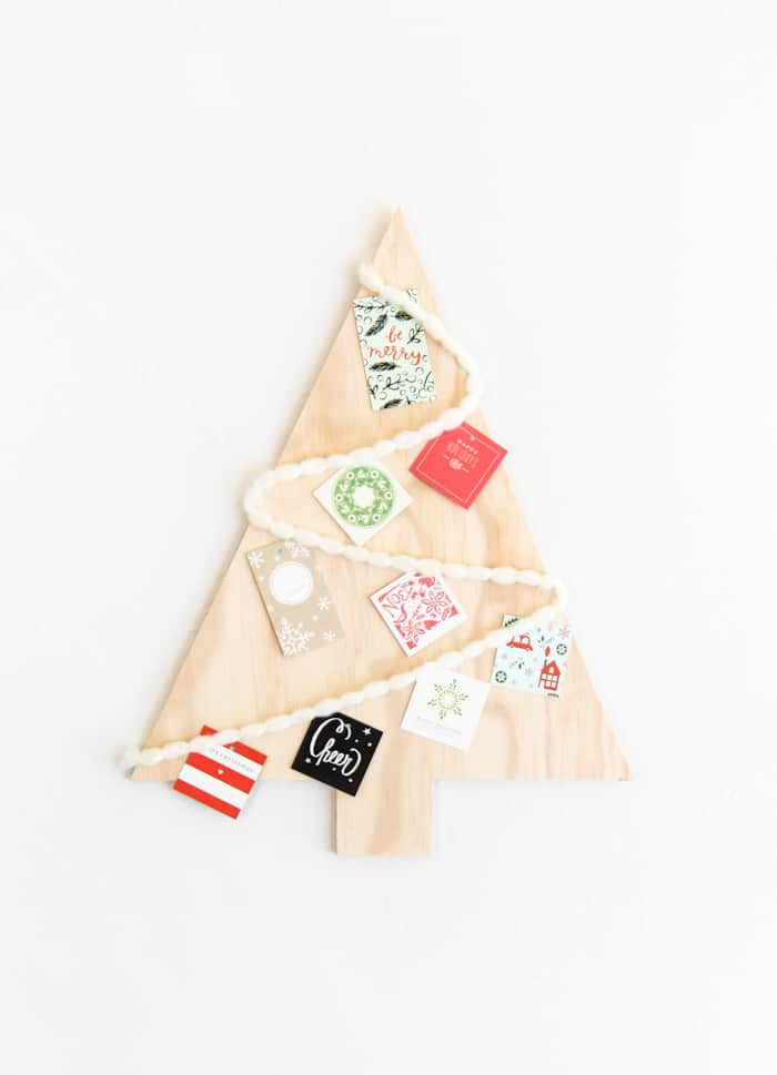 10 CLEVER WAYS TO DISPLAY HOLIDAY CARDS