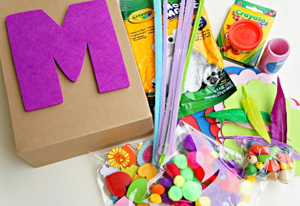 10 DIY GIFTS FOR YOUR LITTLE ARTIST