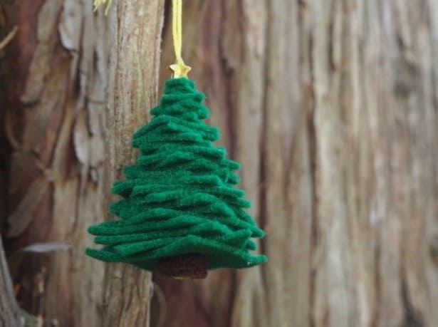 EASY DIY FELT CHRISTMAS TREE ORNAMENT