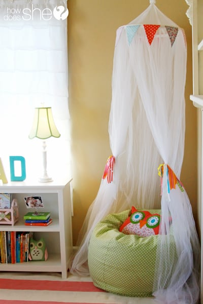 Cozy and creative reading nooks for kids that encourage reading in inspiring kids' rooms and spaces.