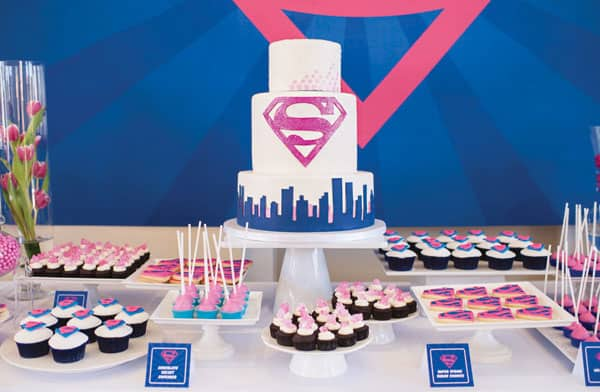 Supergirl Party Via Hostess With The Mostess This Packs A Powerful Punch Electric Blue And Pink Colors Kryptonite Cupcakes