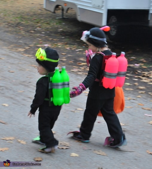 12 cute and easy last minute halloween costumes for kids see how this clever mom turned a couple of soda bottles into a cool under the sea costume for her kids solutioingenieria Images