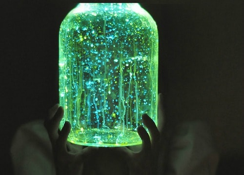 Glow In The Dark Lantern (via Kiwi Crate) Make your kids an easy Mason jar  lantern they can tote around trick or treating or leave a few out to  welcome ...