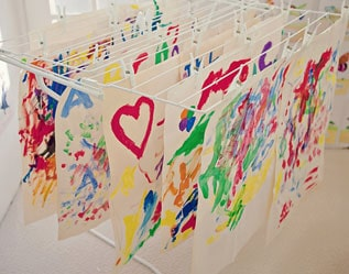 """COOL WAY TO HANG AND """"DRY"""" YOUR KIDS' ART"""
