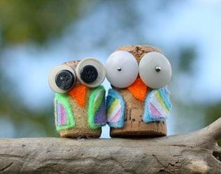 MAKE CUTE CORK OWLS
