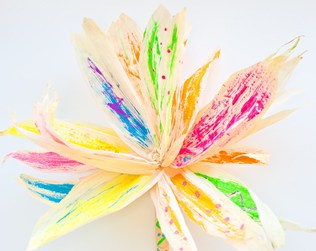 CORN HUSK FLOWER PAINTING WITH KIDS