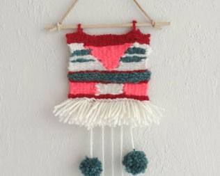 LEARN TO WEAVE WITH THIS EASY DIY LOOM