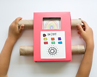 EASY DIY RECYCLED CARDBOARD KIDS ART TV