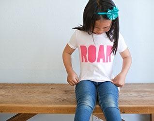 """DIY SCREEN PRINTED """"ROAR"""" TOPS FOR KIDS"""