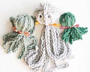 FINGER KNIT OCTOPUS + REVIEW OF KNITTING WITHOUT NEEDLES BOOK