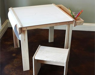 CLASSIC WOODEN ART TABLE FOR YOUR LITTLE ARTIST