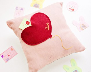 MAKE A  SWEET VALENTINE'S DAY HEART POCKET PILLOW