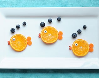 7 EASY AND ADORABLE FRUIT SNACKS