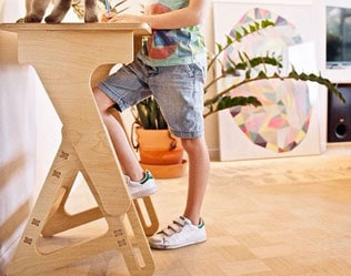 MODERN WOODEN STANDING DESK FOR KIDS FROM JASWIG