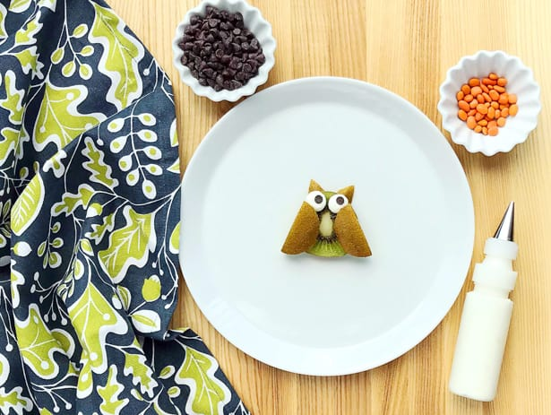 This owl fall fruit art is an adorably delicious healthy snack for kids!