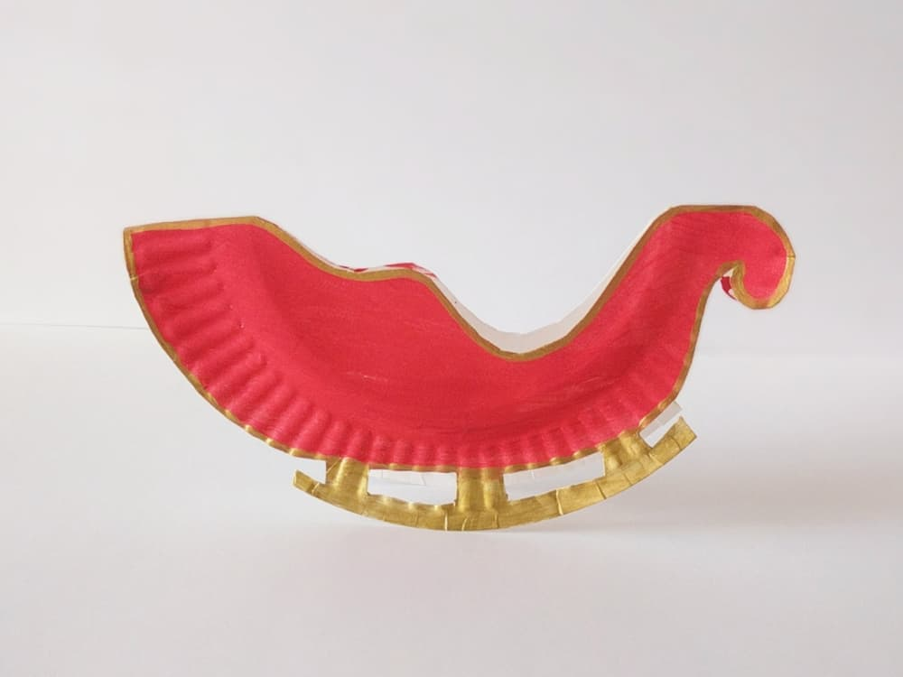 Make a rocking Santa sleigh out of a paper plate! A cute holiday craft for kids via hello, Wonderful.