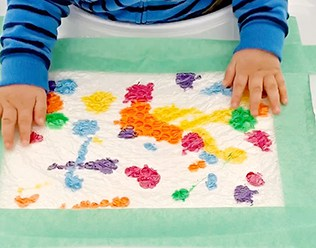 BABY MESS FREE BUBBLE WRAP PAINTING