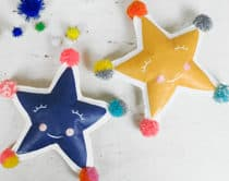 Create your own adorable holiday star softies with this simple DIY project.
