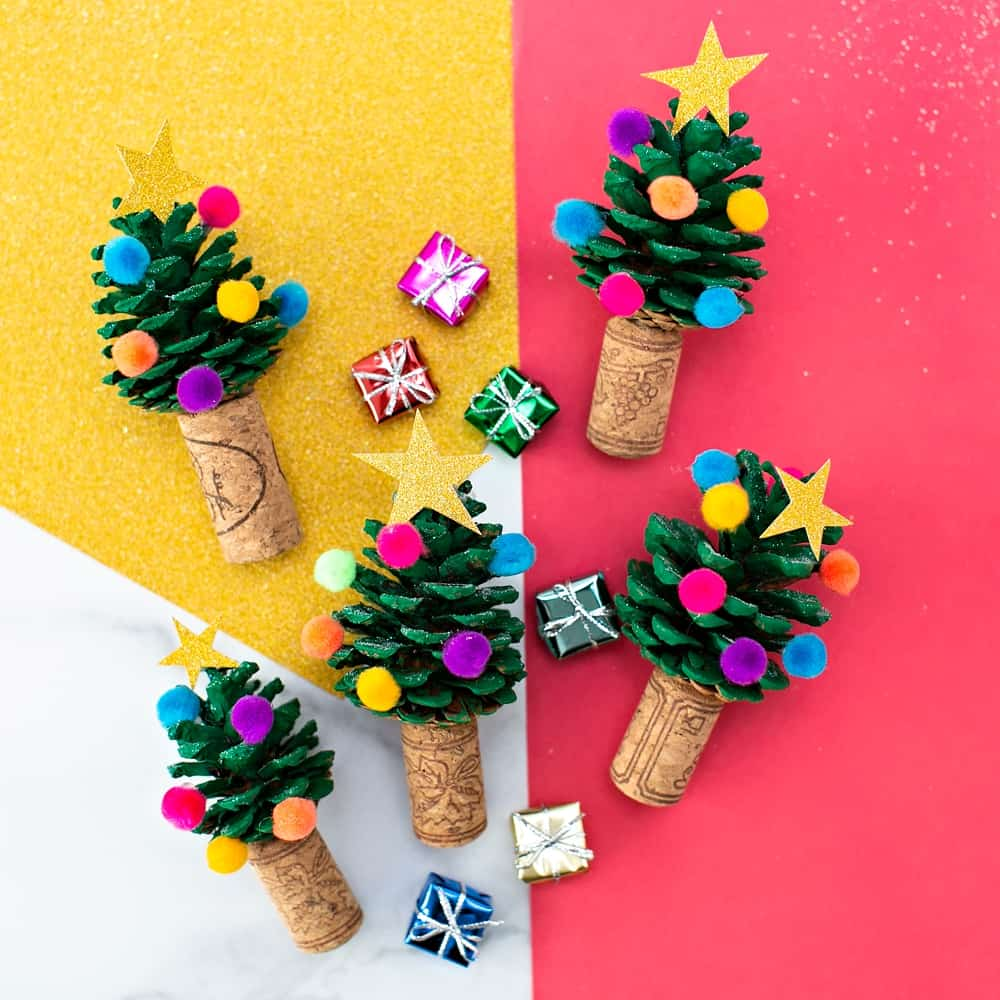 PINE CONE CHRISTMAS TREE CRAFT - cute easy Christmas Craft