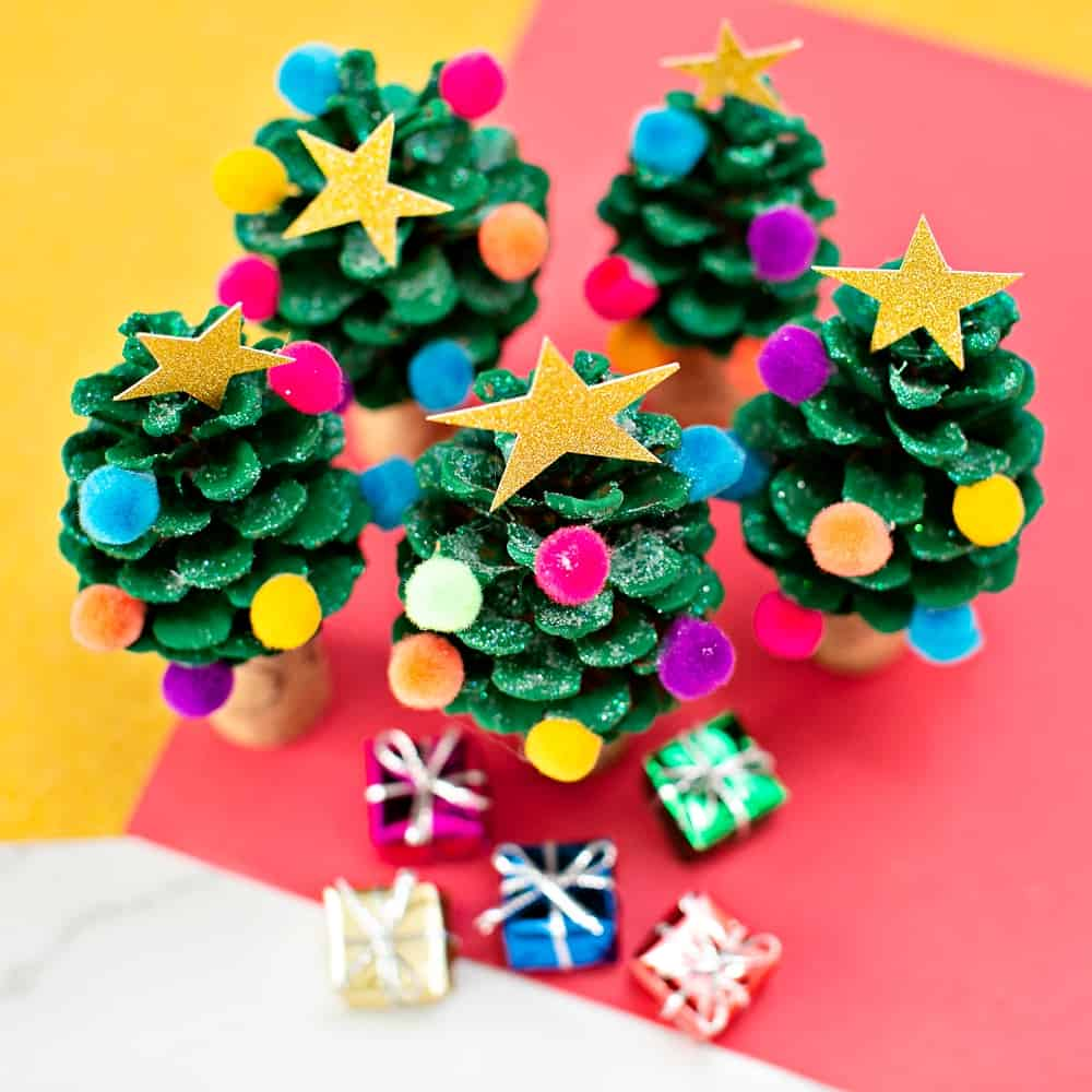 PINE CONE CHRISTMAS TREE CRAFT - easy holiday craft for kids