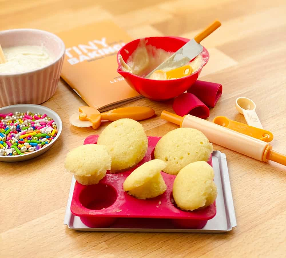 tiny baking kit. tiny cupcakes, cakes and baked goods