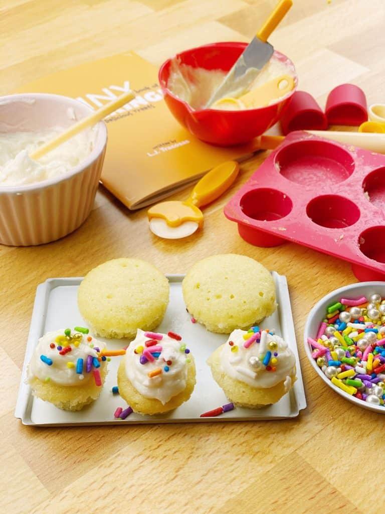 tiny baking kit. tiny cupcakes and cakes