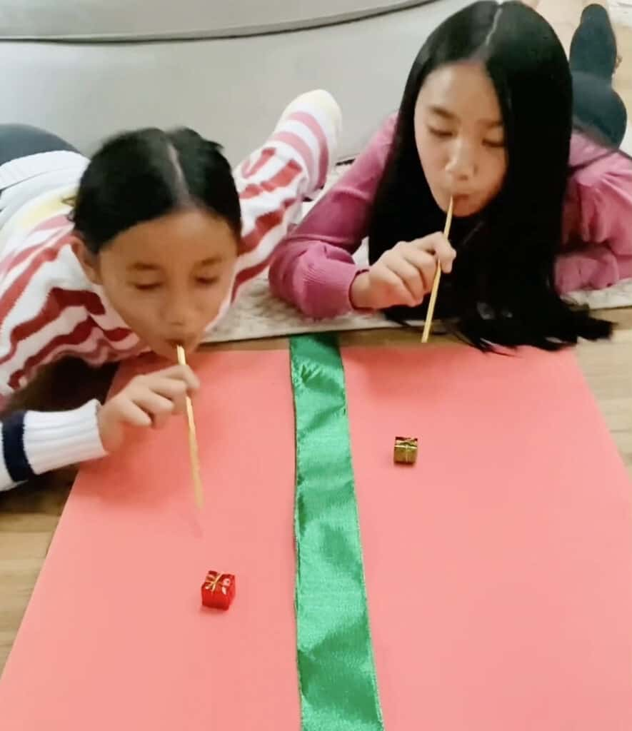 present straw race game