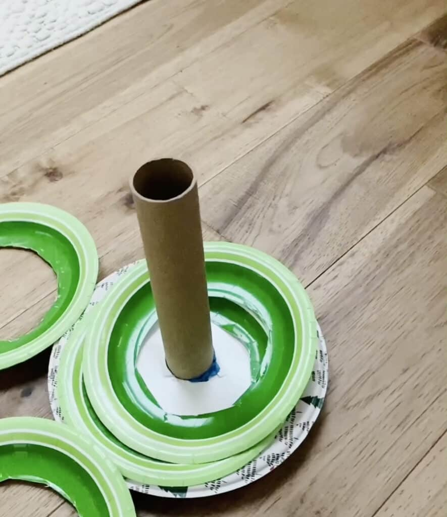 paper plate wreath toss game