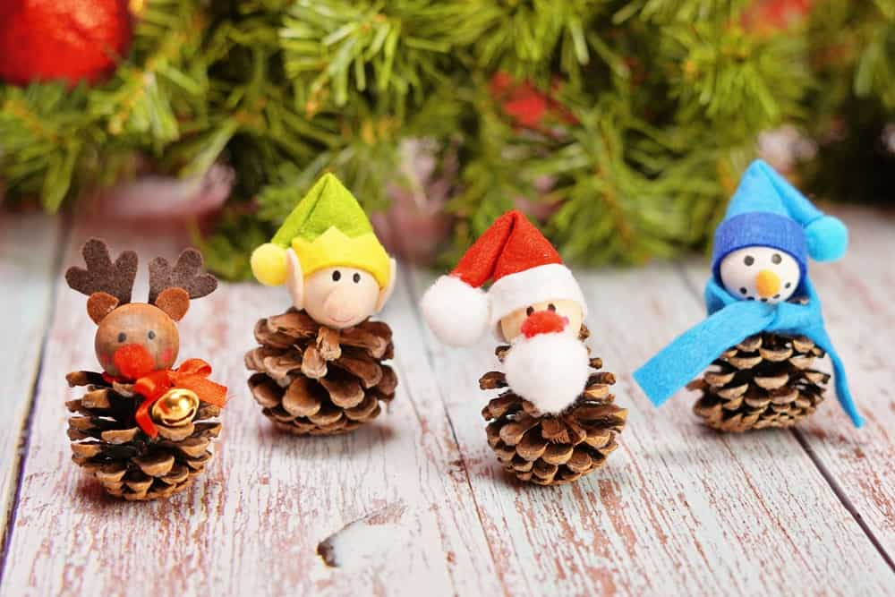 fun pinecone Christmas craft for kids