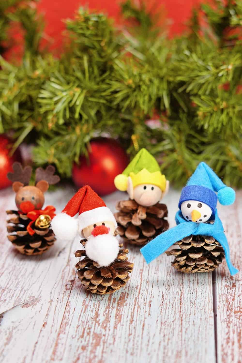 christmas craft for kids using pinecones