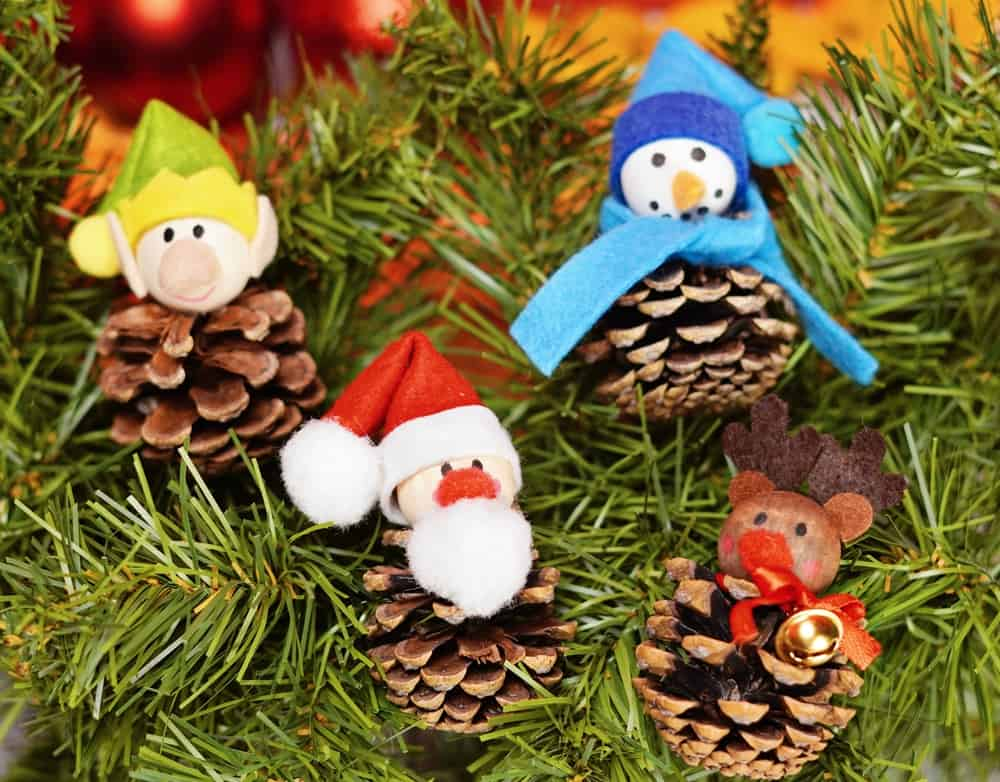 pinecone crafts on christmas tree