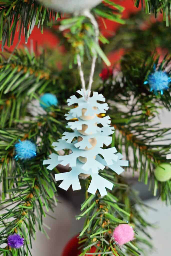 Ornements d'arbre de flocon de neige en papier