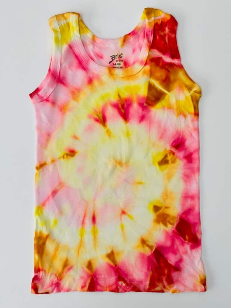 HOW TO TIE DYE WITH MARKERS